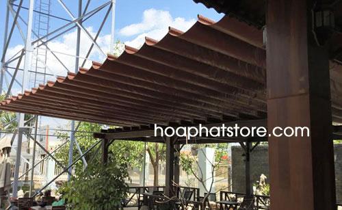 Mái xếp che nắng mưa dạng mái xếp lắp đặt cho nhà hàng